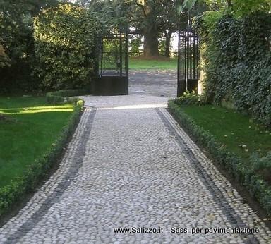 Sassi di fiume per giardini frusta per impastare cemento for Sassi di fiume