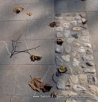 Fascia decorativa con ciottoli salizzo de cogoli sassi per pavimenti e muri salizzo d cogoli for Sassi decorativi per interni